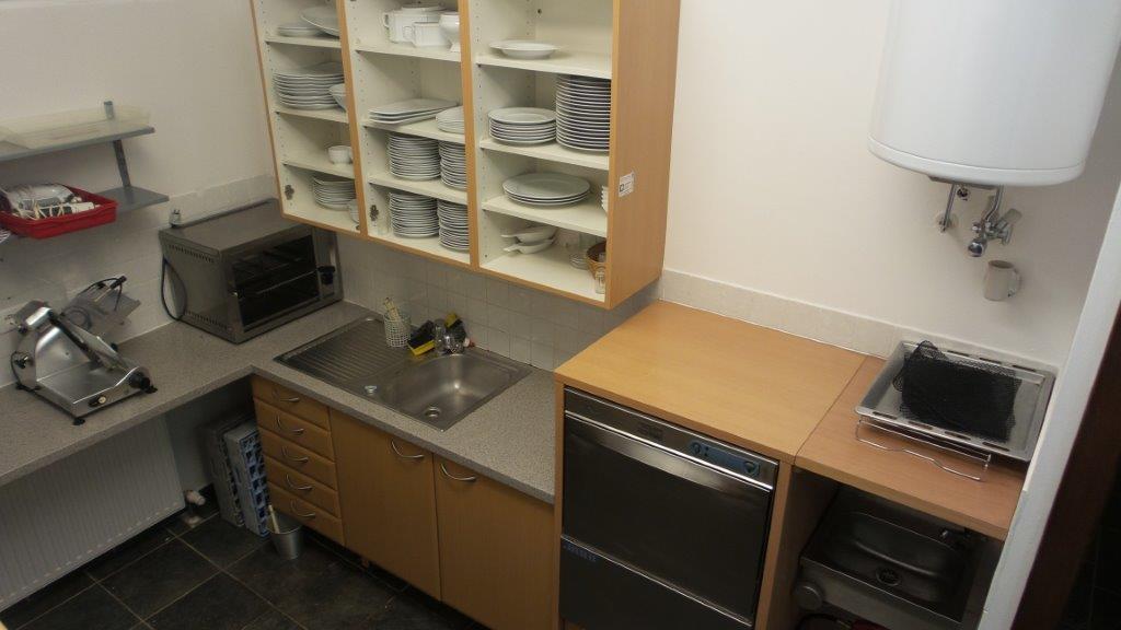 In der Küche finden Sie ausreichend Geschirr und Besteck für Ihre Gäste